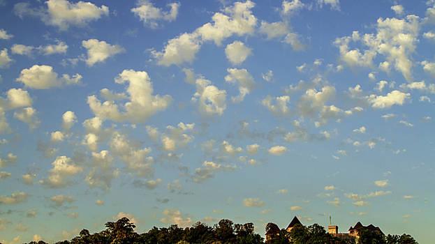 Vyacheslav Isaev - Fluffy clouds above castle