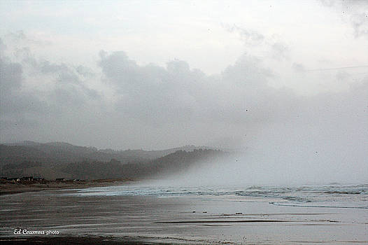 Fog coming in by Edward Coumou