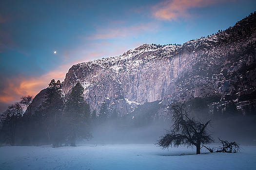 Foggy Yosemite morning with moon and clouds by William Lee