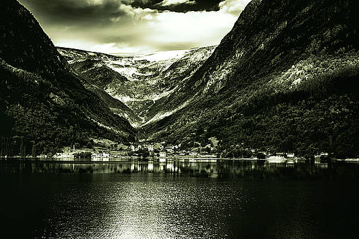 Folgefonna Glacier by Thomas Schreiter