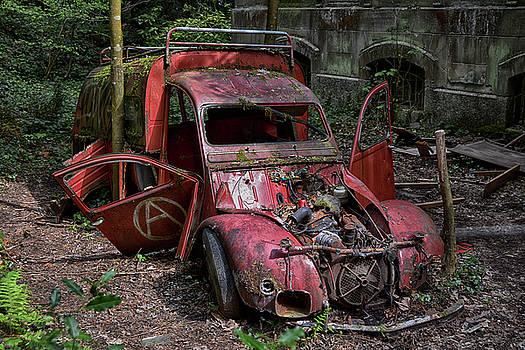 forgotten 2CV deux chevaux rouge by Joachim G Pinkawa