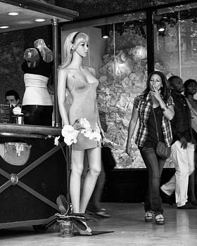 Nikolyn McDonald - Form Check - Mannequin - Street Shot