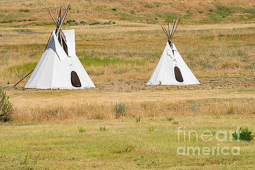 Bob Phillips - Fort Laramie Teepees