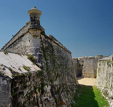 Reimar Gaertner - Fortified walls and dry moat of Morro Castle fortress guarding H