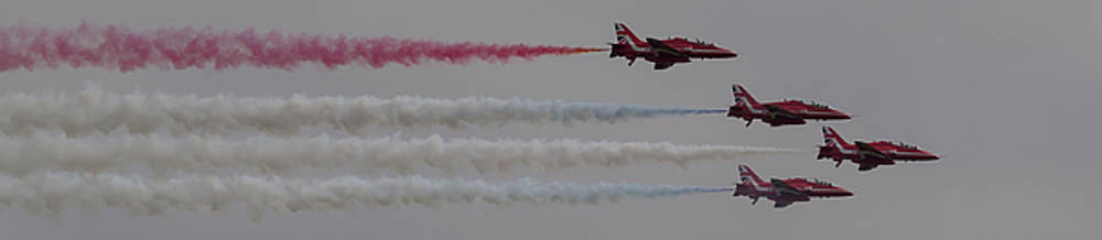Four Red Arrows Smoke Trail - Teesside Airshow 2016 by Scott Lyons