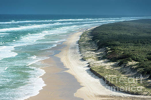Fraser Island 100 mile beach by Andrew Michael