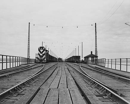 Chicago and North Western Historical Society - Freight on Ore Dock