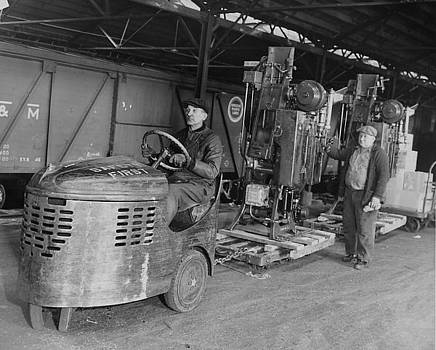 Chicago and North Western Historical Society - Freight Workers With Heavy Machinery