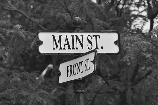 Front and Main by Peter  McIntosh