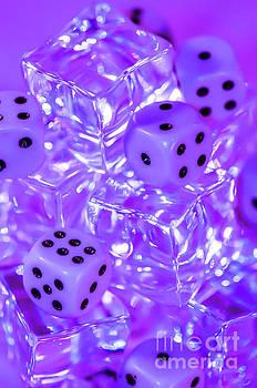 Frozen Dice by Gerald Kloss