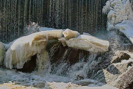 Robert Hayes - Frozen Falls 01