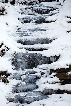 Frozen Falls by Peter  McIntosh