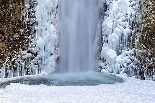 Frozen Multnomah Falls Closeup by David Gn