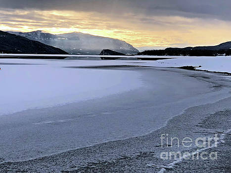 Frozen Waves by Victor K