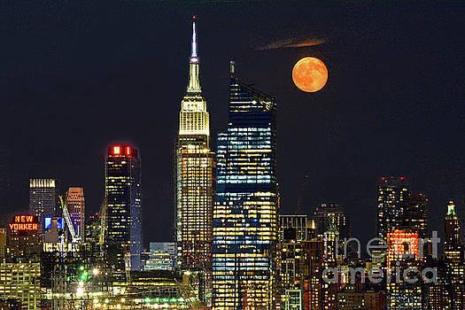 Regina Geoghan - Full Buck Moon over Manhattan