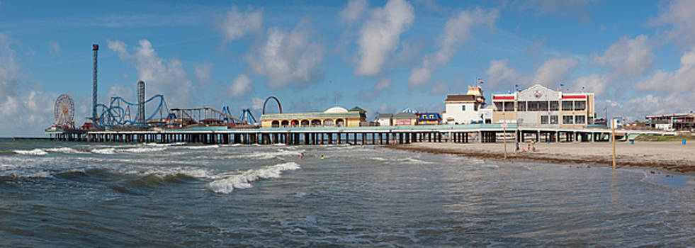 Galveston Pleasure Pier by Joshua House