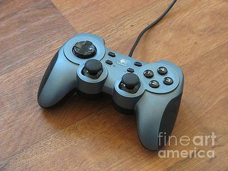 Game Controller by Tin Tran