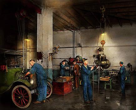 Mike Savad - Garage - Mechanic - The overhaul 1919