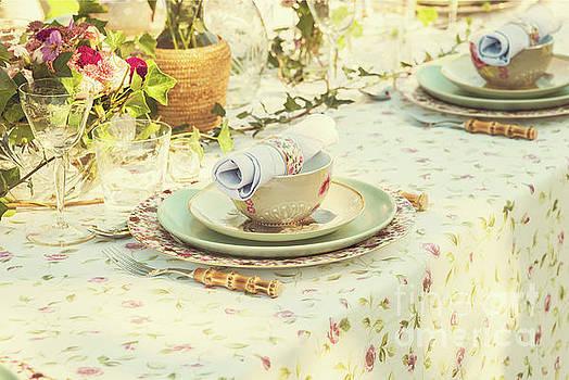 Sophie McAulay - Garden party setting