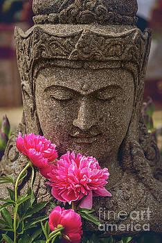 Sophie McAulay - Garden statue decorative head