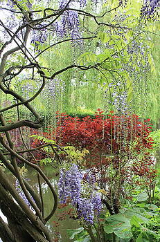 Garden with lilacs by Maria Preibsch