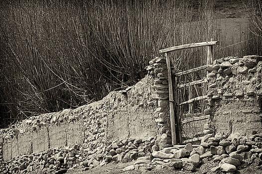 Gate by Hitendra SINKAR
