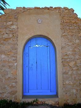 Gate in a wall by Exploramum Exploramum