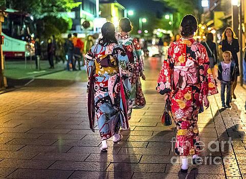 Pravine Chester - Geishas in a rush