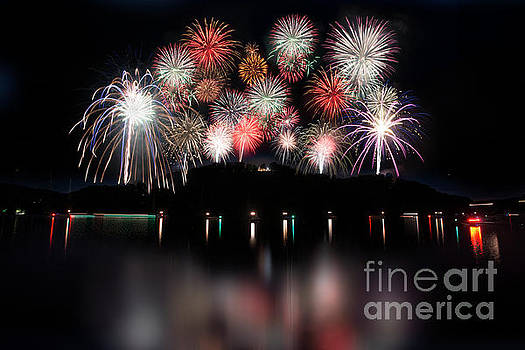Dan Friend - Giant display of firework - paintography