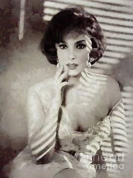 Mary Bassett - Gina Lollobrigida, Actress