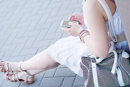 Newnow Photography By Vera Cepic - Girl in white dress on the phone