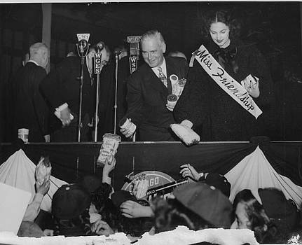 Chicago and North Western Historical Society - Girl Scouts Hand Donations for Friendship Train to Illinois Governor - 1947