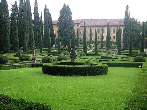 Leslie Brashear - Giusti Gardens