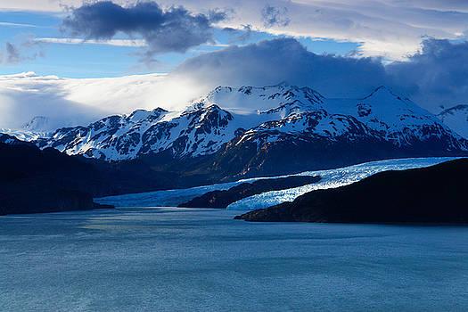 Glaciar Grey by Ivan Ilarionov