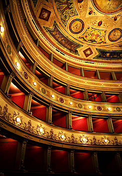 Marilyn Hunt - Glorious Old Theatre