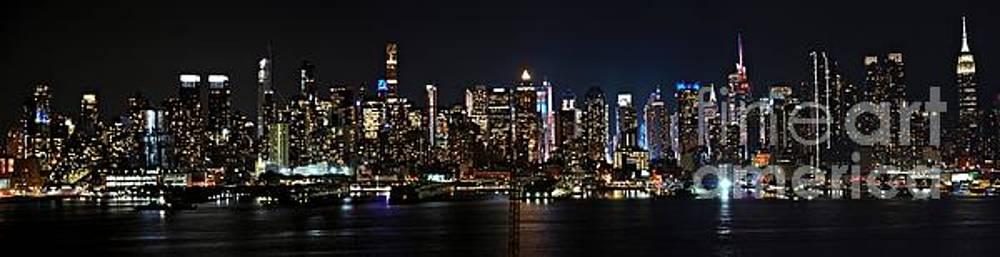Glowing New York skylines  by Akshay Thaker