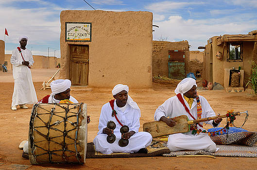 Reimar Gaertner - Gnawa music group in white turbans and jellabas sitting and play