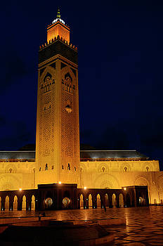 Reimar Gaertner - Gold artificial lights on Hassan II Mosque and minaret at night