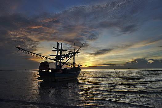 Golden hour in Thailand by Webbon