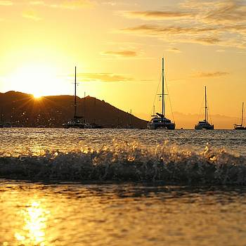 Golden sunset at Horseshoe Bay on Magnetic Island by Keiran Lusk