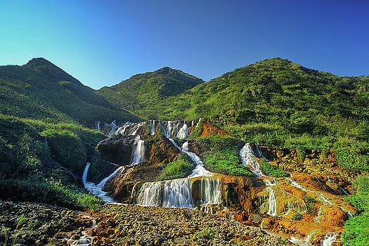 Golden Waterfall by Yusheng Hsu