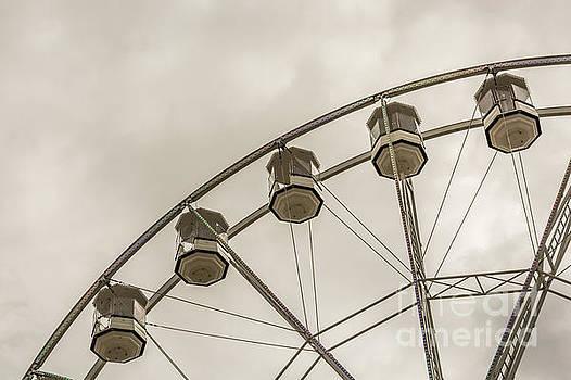 Gondola Ride 2 by Steve Purnell