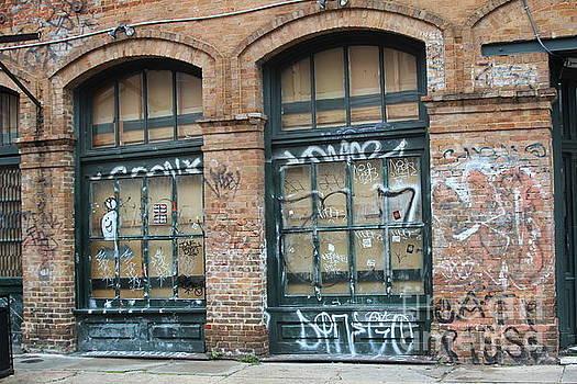 Chuck Kuhn - Graffiti New Orleans Abandon