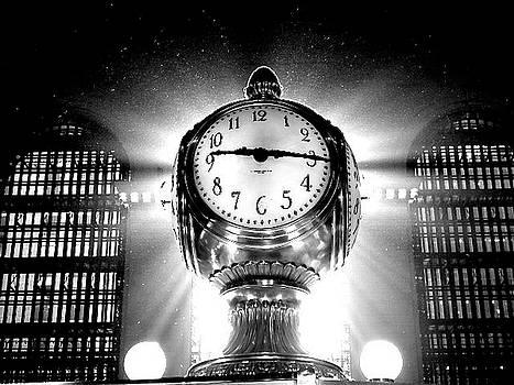 Grand Central Clock by Natalia Radziejewska