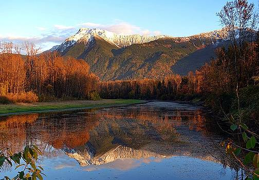 Mount Cheam, British Columbia by Heather Vopni