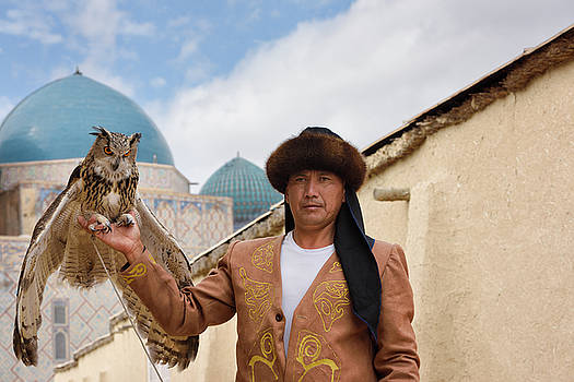 Reimar Gaertner - Great Horned Owl and handler with domes of Khoja Ahmed Yasawi ma