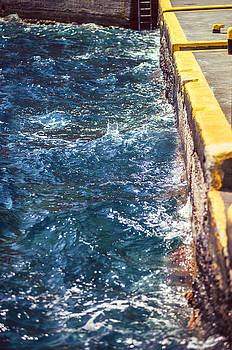 Eduardo Huelin - Greece Santorini island sea water in port