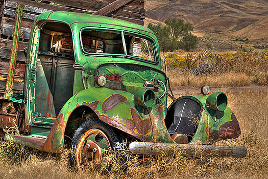 Green Truck In Reno by William Havle