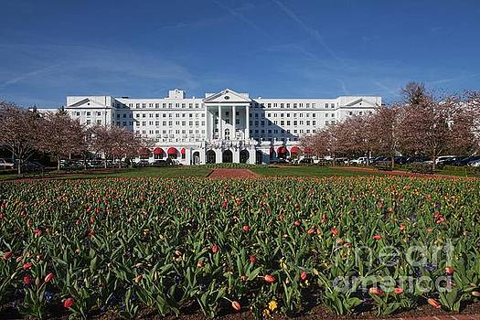 Greenbrier Resort by Laurinda Bowling