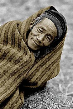 Craig Lovell - Gurung Man in blanket - Nepal